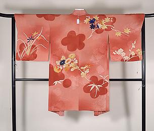 珊瑚色ぼかし紅葉、菊、梅の羽織
