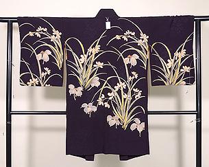 春蘭にヤブコウジの黒地絵羽織