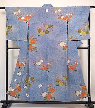 疋田柄に桜、牡丹、桐の訪問着