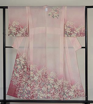 宇野千代作 桜色の暈しに桜草の訪問着