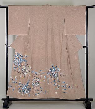 熊谷好博子作 蒔き糊に四季の花籠散らし色留袖