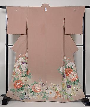 ベージュ地菊に牡丹色留袖
