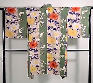 縦ぼかしに菊と梅紋羽織