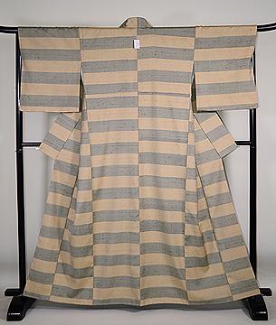 伊兵衛織 ベージュに青竹色横段袷紬