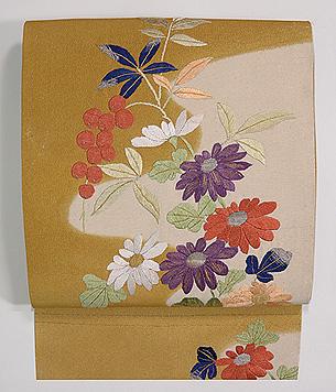 菊に南天綴刺繍名古屋帯