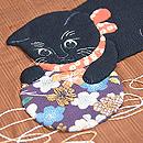 黄八丈に手鞠で遊ぶ黒猫のコラージュ名古屋帯 質感・風合