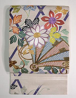 間垣に檜扇鉄線と菊の刺繍袋帯