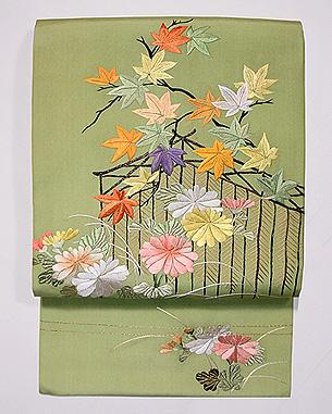 鶸色に秋の庭図名古屋帯