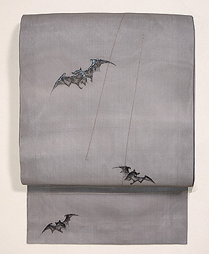 コウモリの刺繍名古屋帯