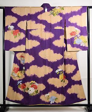 雲紋暈しに菊の刺繍付下