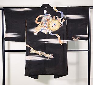 楽器文様の黒絵羽織