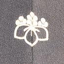 楽器文様の黒絵羽織 背紋