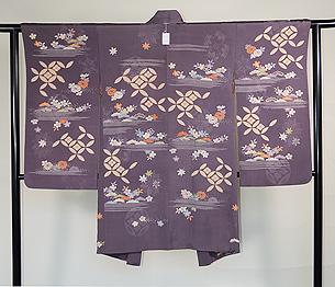 霞に四季の花と七宝文様絵羽織