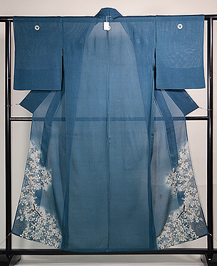 藍鼠色秋の図色留袖