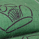 浦野理一作 緑地椿の型染め小紋 質感・風合