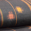 久米島紬縦縞に琉球絣文様 質感・風合