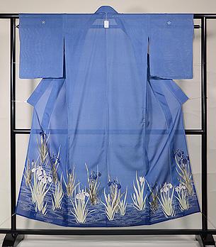 薄青絽地菖蒲に観世水色留袖