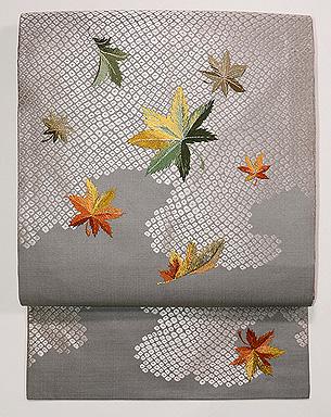 霞に紅葉の刺繍名古屋帯