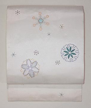 雪の結晶ビーズワークの名古屋帯 白