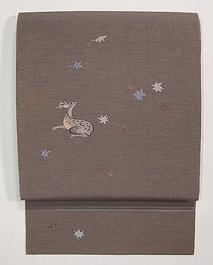 落ち葉見る鹿の名古屋帯