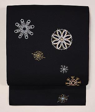 黒地雪の結晶刺繍名古屋帯