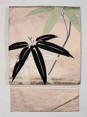 金地に笹竹の刺繍丸帯