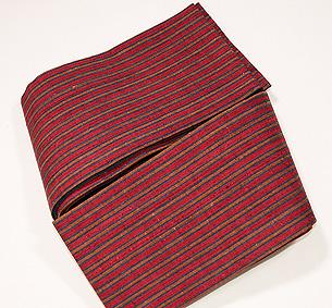浦野理一作 紅色地栗色縞織半幅帯