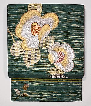 緑地椿の刺繍開き名古屋帯