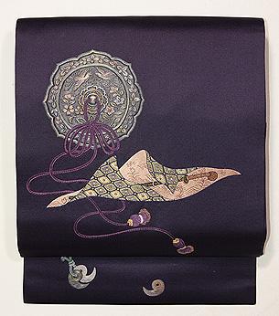 勾玉、太刀、古鏡の刺繍帯