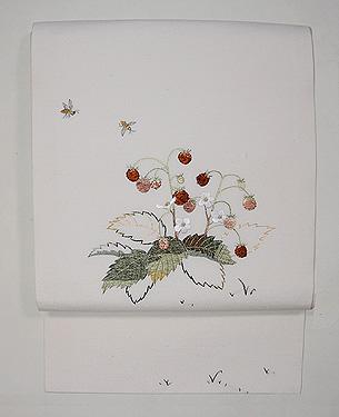 野いちごにミツバチの刺繍名古屋帯