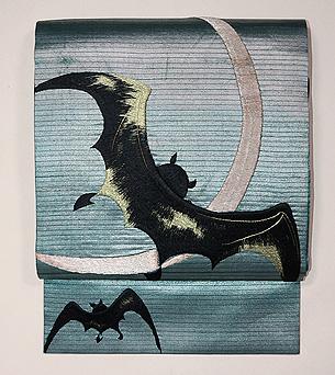 三日月にコウモリの刺繍名古屋帯