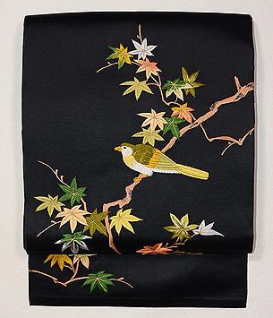 楓枝にメジロの名古屋帯
