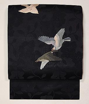 ウグイスに燕刺繍の名古屋帯
