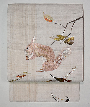 ドングリを食むリスの刺繍名古屋帯