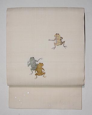 カエル三重奏の刺繍名古屋帯