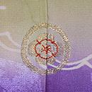 若草色に紫暈し四季の花文様訪問者 背紋