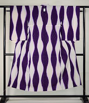 白に紫立湧文様単衣小紋
