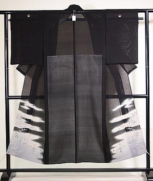 虫の行列文様黒留袖