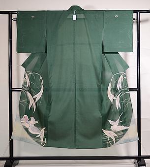 緑地沢鷹にオシドリの色留袖
