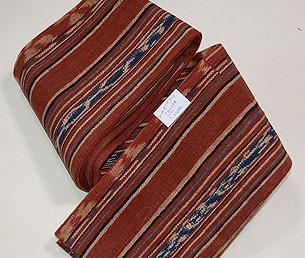 インドネシアの茜染め絣半巾帯