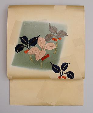 ヤブコウジの刺繍名古屋帯