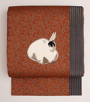 うずくまるウサギの押し絵名古屋帯