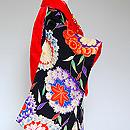 菊に紅葉花丸紋祝い着