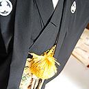 黒紋付に金錦織袴